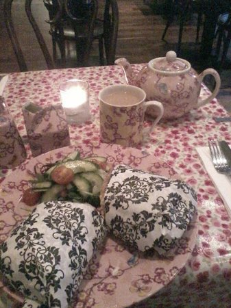 The Bell & Pot: Delicious sandwich and tea at Bell & Pot