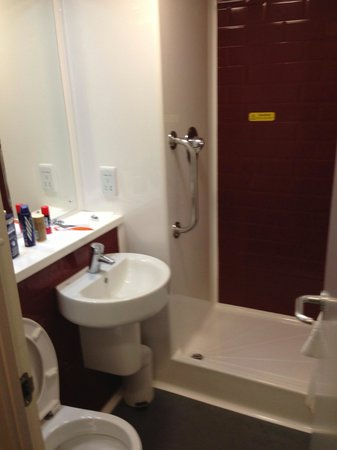 Travelodge Woking Central: wash room