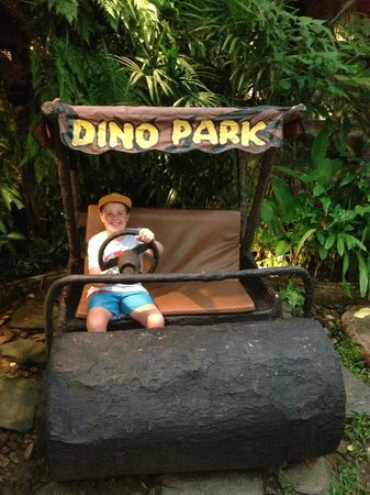 Dino Park Mini Golf : just like the Flinstones