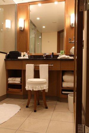 Imperial Hotel Tokyo: Bathroom mirror