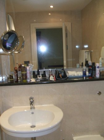 Randles Hotel: bathroom