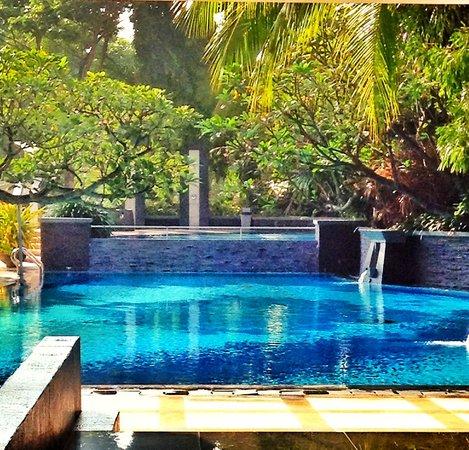 Java Paragon Hotel & Residences : Well kept swimming pool