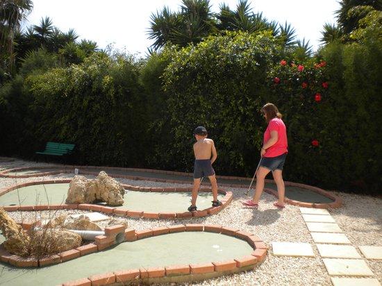 Kissos Hotel: crasy golf was fun