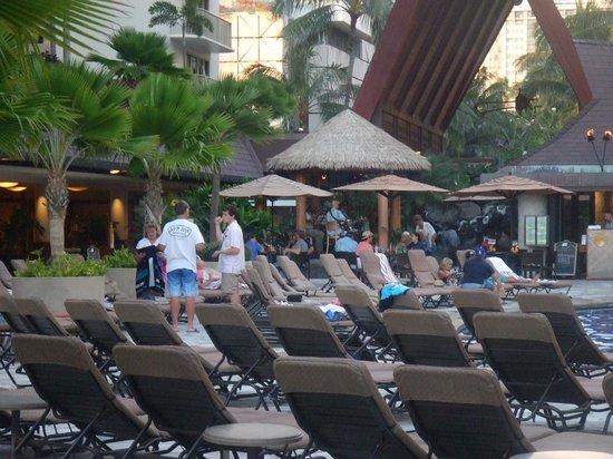 Outrigger Reef Waikiki Beach Resort: プールサイド