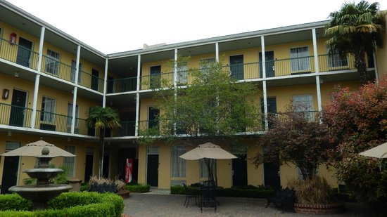 Quality Inn & Suites Maison St. Charles: Palazzina