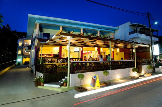 Loukas Hotel: Cafe-Snack Bar-Restaurant