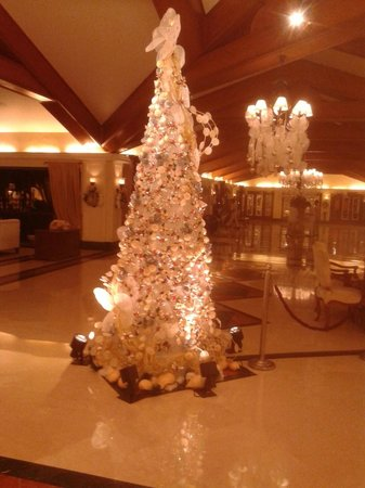 Taj Exotica Resort & Spa Goa: Christmas tree lobby