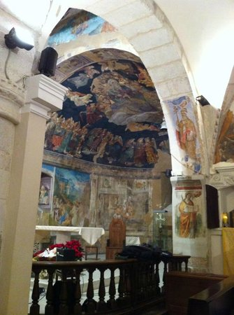Tornimparte, إيطاليا: Chiesa di San Panfilo (interno)