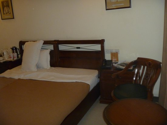 Hotel Ajanta: These photo's are not of the top floor rooms