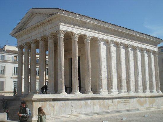 La Maison Carrée : très beau monument romain