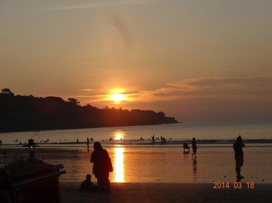 INTERCONTINENTAL Bali Resort : ホテルビーチの夕日