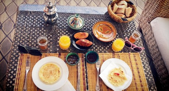 Riad Alwachma : they served small late breakfast for us