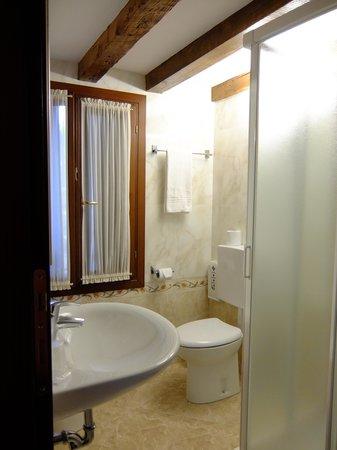 Hotel Mercurio Venezia: Ванная