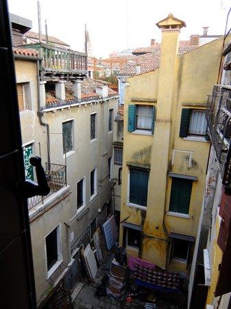 Hotel Mercurio Venezia : Вид во двор