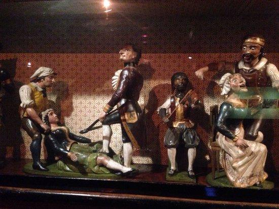 Museo de los Instrumentos Musicales: Creepy musical player