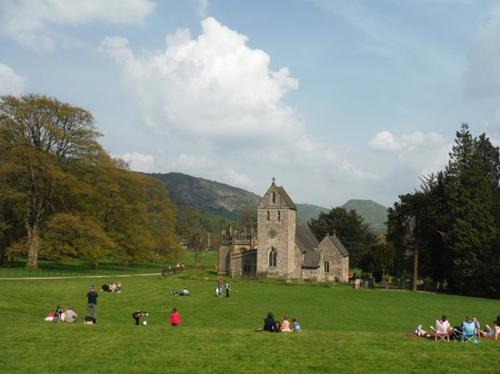 YHA Ilam Hall : Church in grounds