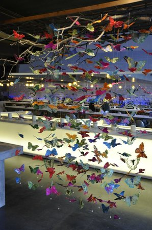 Radisson Blu Aqua Hotel: Butterfly sculpture in lobby