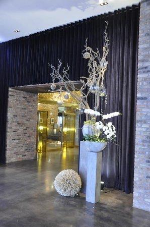 Radisson Blu Aqua Hotel: Just off the lobby