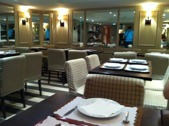 Hotel Brescia Opera: Буфет, где подают завтрак