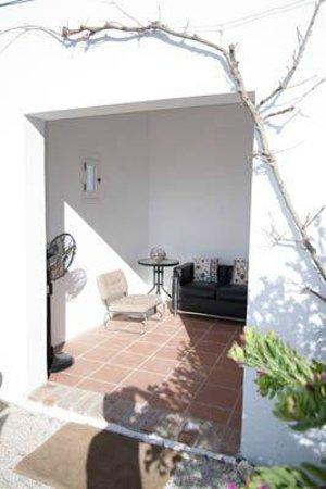 Bed and Breakfast El Refugio: Privé-terrasje van grote kamer