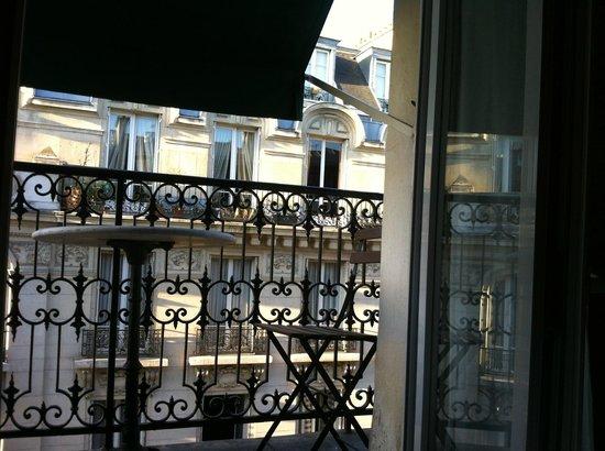 Hotel Brescia Opera: Небольшая терраса при номере с видом из номера
