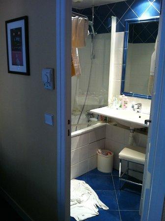 Hotel Brescia Opera: Ванная комната