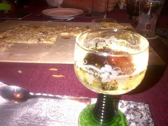 Alsace a Table: Tarte Flambee et Vin Blanc!!! Miam