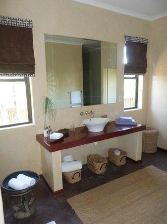 Ufumene Game Lodge: Bathroom