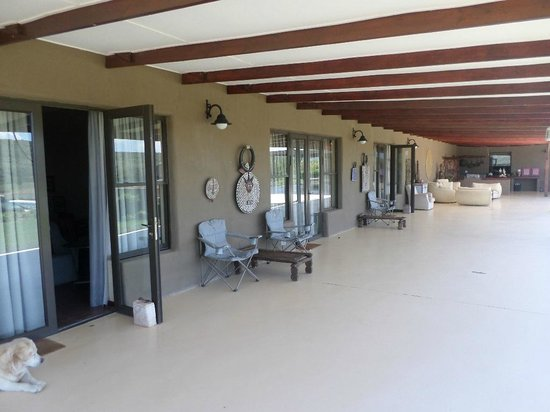 Ufumene Game Lodge: Lounge and Guest Rooms