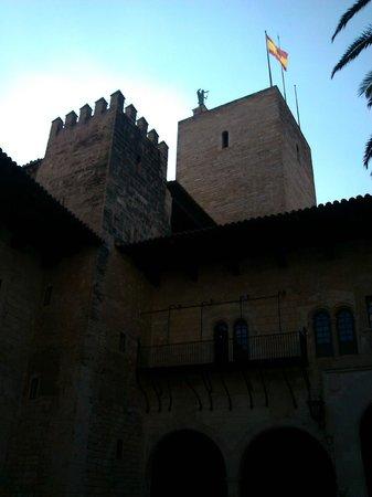 Palau de l'Almudaina: Figura del arcángel