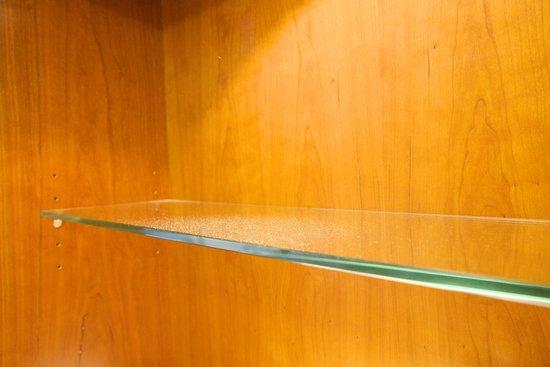Sheraton Stockholm Hotel : Dust on the shelf