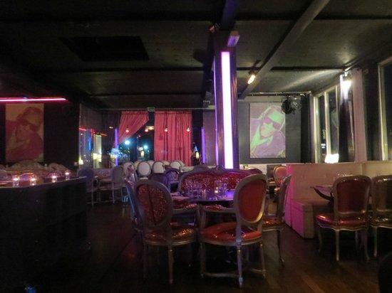 Int rieur du restaurant picture of cafe barge paris for Interieur restaurant