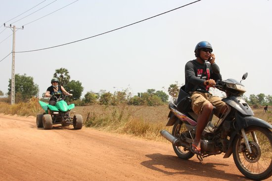 Blazing Trails: Quad à Phnom-Pen