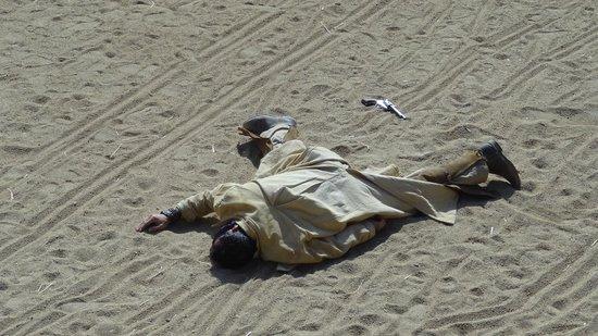 Oasys Mini Hollywood: el actor murió fenomenal, parecía de verdad