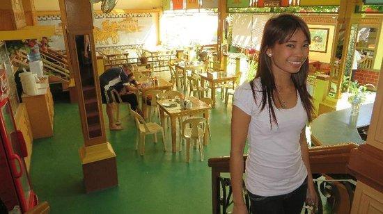 Nisa Travellers Hotel: Salle à dîner vraiment lumineuse !