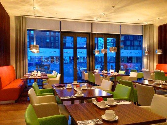 Crowne Plaza Amsterdam South: Very stylish and beautiful restaurant !!
