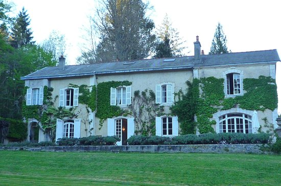 Domaine De La Brugere : The mansion from the garden