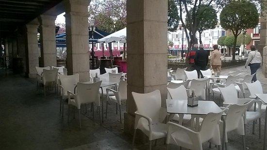 La Taberna de Ivan: Terraza mesas bajas