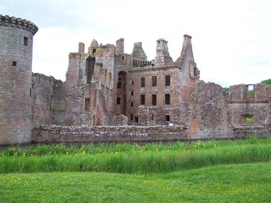 Caerlaverock Castle: castle