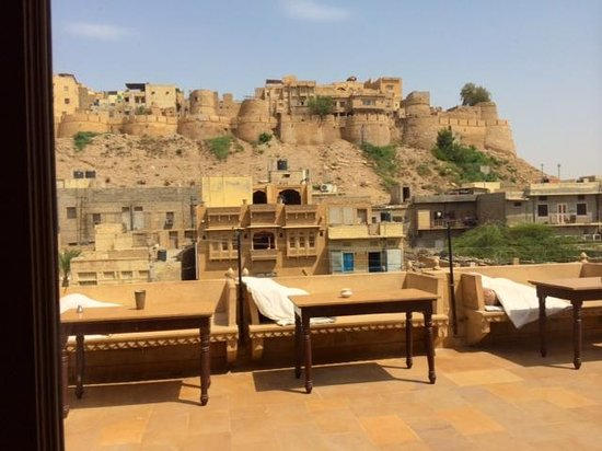 Hotel Shahi Palace : The rooftop with views of the fort