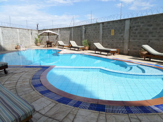 Serene Valley Apartments & Spa: Pool Area