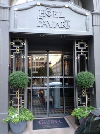 La Maison Favart : Amazing entrance awaits....