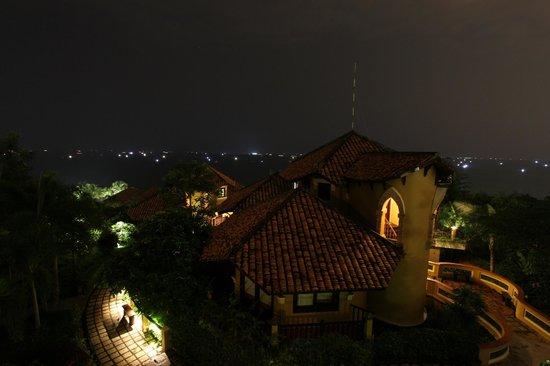Poshanu Resort : Night view from hotel room