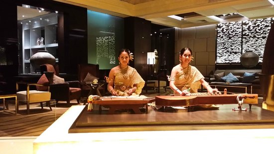 Amari Watergate Bangkok : Elegant ladies playing instrument at the hotel lobby.