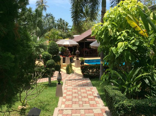 Baan Sukreep - Zen Garden Cottages: jardin
