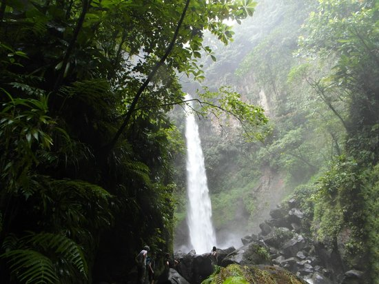 Sari-Sari Waterfall: Sari-Sari Wasserfall
