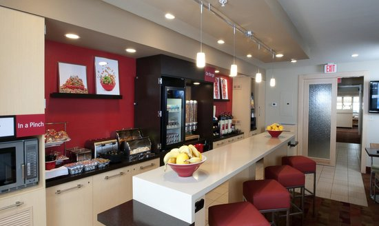 TownePlace Suites Cleveland Airport: Breakfast Room