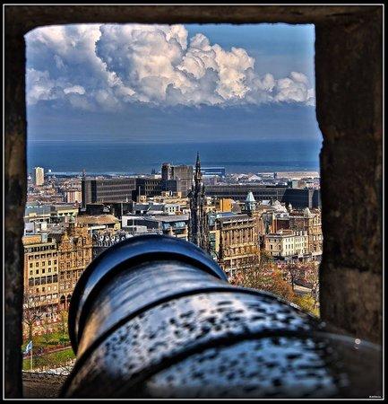 Premier Inn Edinburgh City Centre (Princes Street) Hotel : Panoramic view of Edinburgh