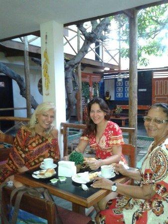 Aju Hostel e Pousada: Café com as coleguinhas