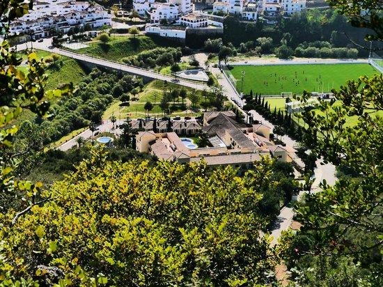 Gran Hotel Benahavis : Vista del Hotel desde los alrededores